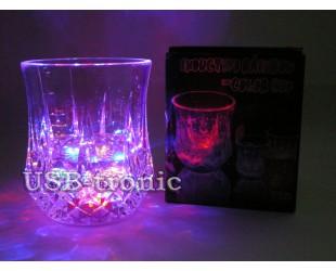 Светящийся стакан с подсветкой дна разноцветными огнями