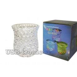 Светящийся стакан с разноцветной подсветкой для праздничных напитков